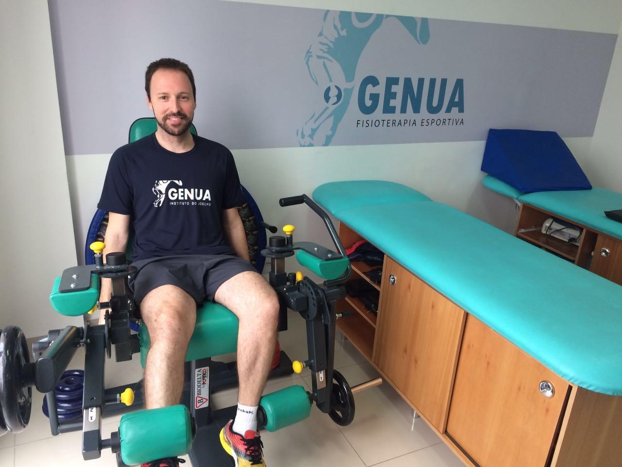 Leandro, na fisio do Genua se recuperando da cirurgia de LCA